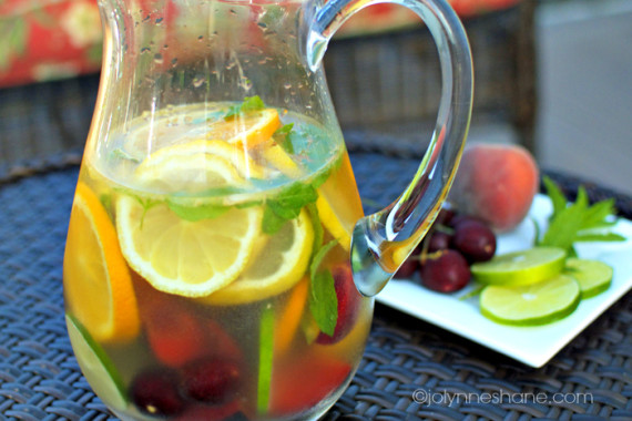 Best White Sangria Recipe | Musings of a Housewife
