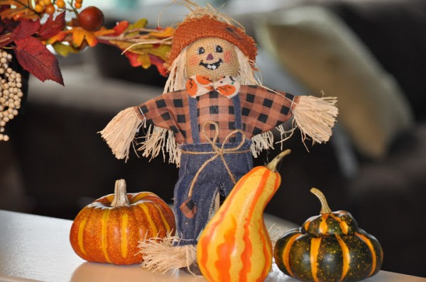 Easy Fall Decorating Ideas: Scarecrows and Gourds
