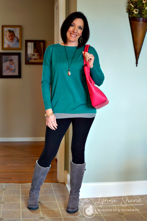 Teal Tunic with Leggings and Pink Bag