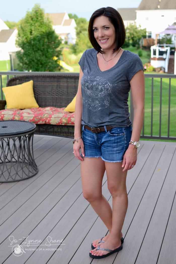 t-shirt-and-jean-shorts