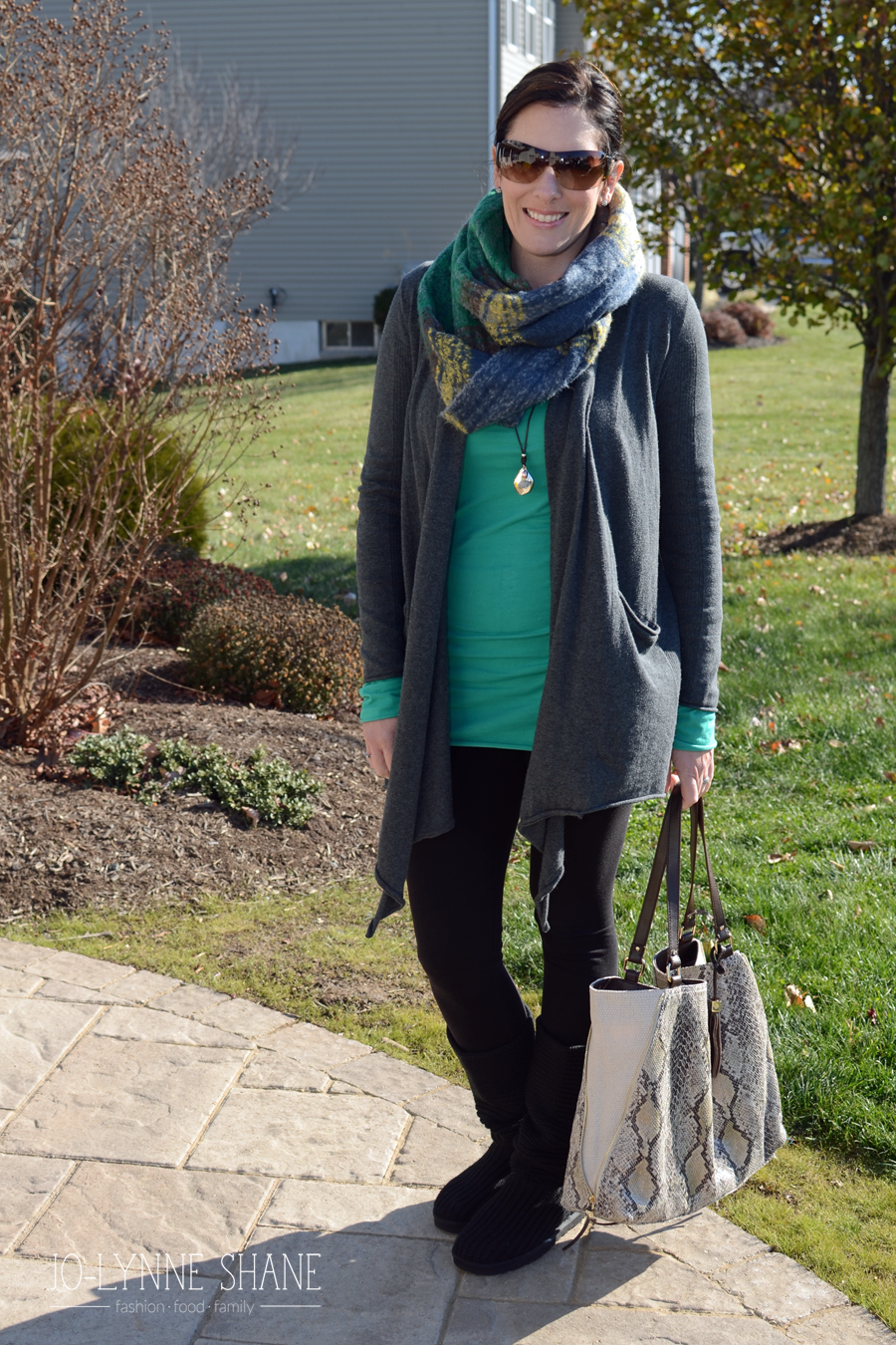Fashion Advice for Women Over 40: Casual Outfit with Leggings