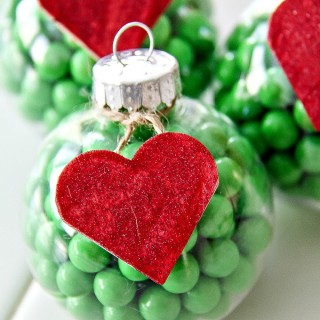 How to make The Grinch christmas ornaments