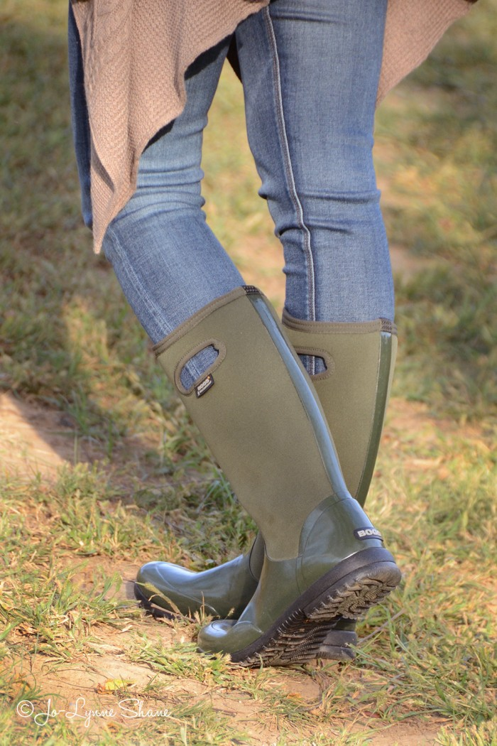 These outdoor boots from @bogsfootwear are waterproof and insulated. They're the perfect grab-and-go-outside boot that won't sacrifice your sense of style. #LiveYourStyle