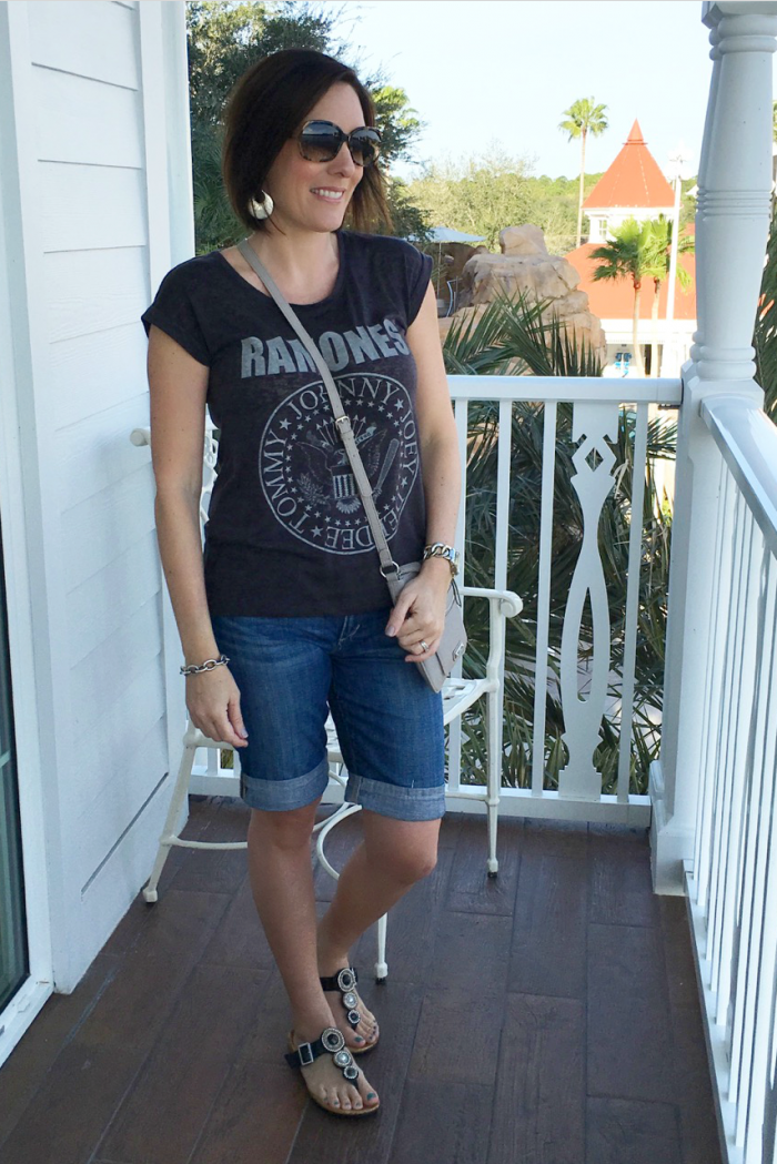 What to Wear to Disney World: comfortable t-shirt, jean shorts, Vionic sandals, crossbody bag