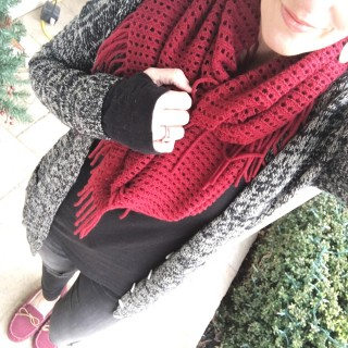 4 Ways to Wear a Red Infinity Scarf