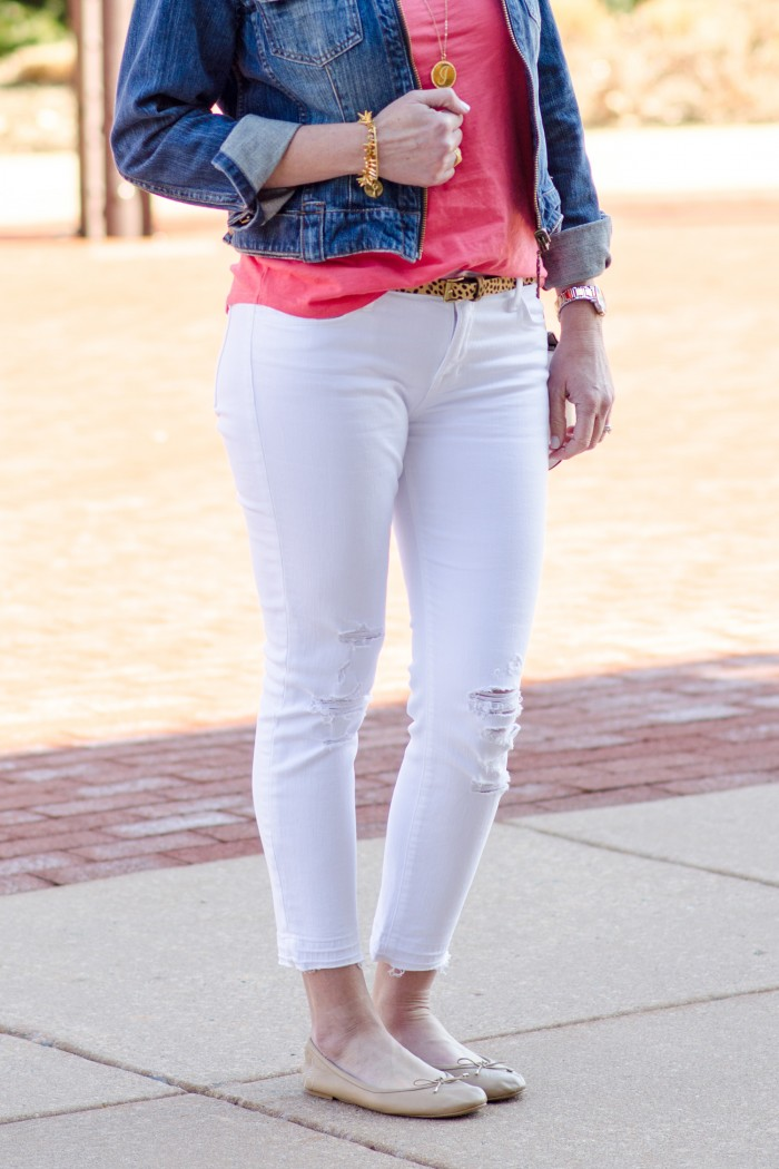 Spring Outfit Inspiration: Coral Tee   White Cropped Skinnies