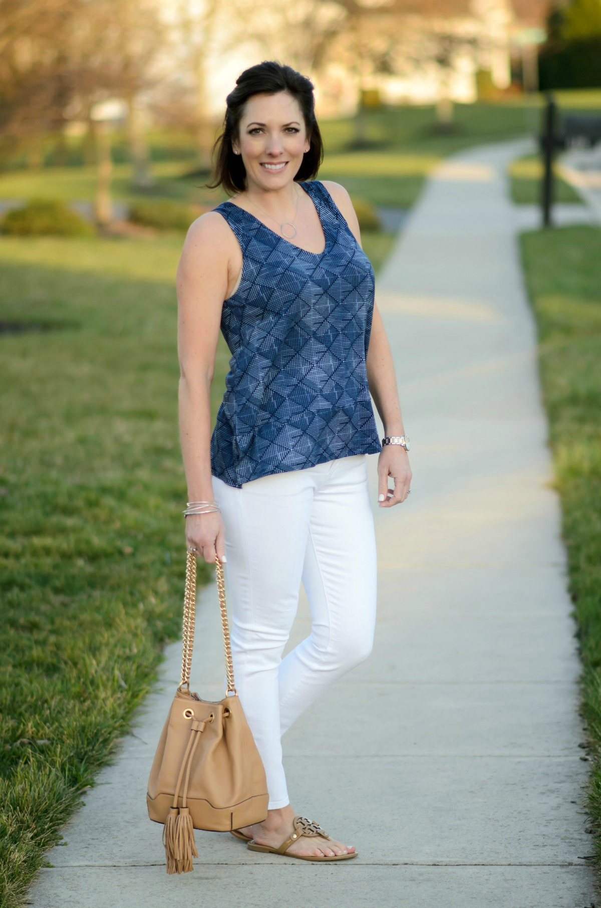 Spring fashion with this relaxed split hem printed top from Old Navy! Throw it on with white jeans and your favorite neutral sandals for an easy daytime look.