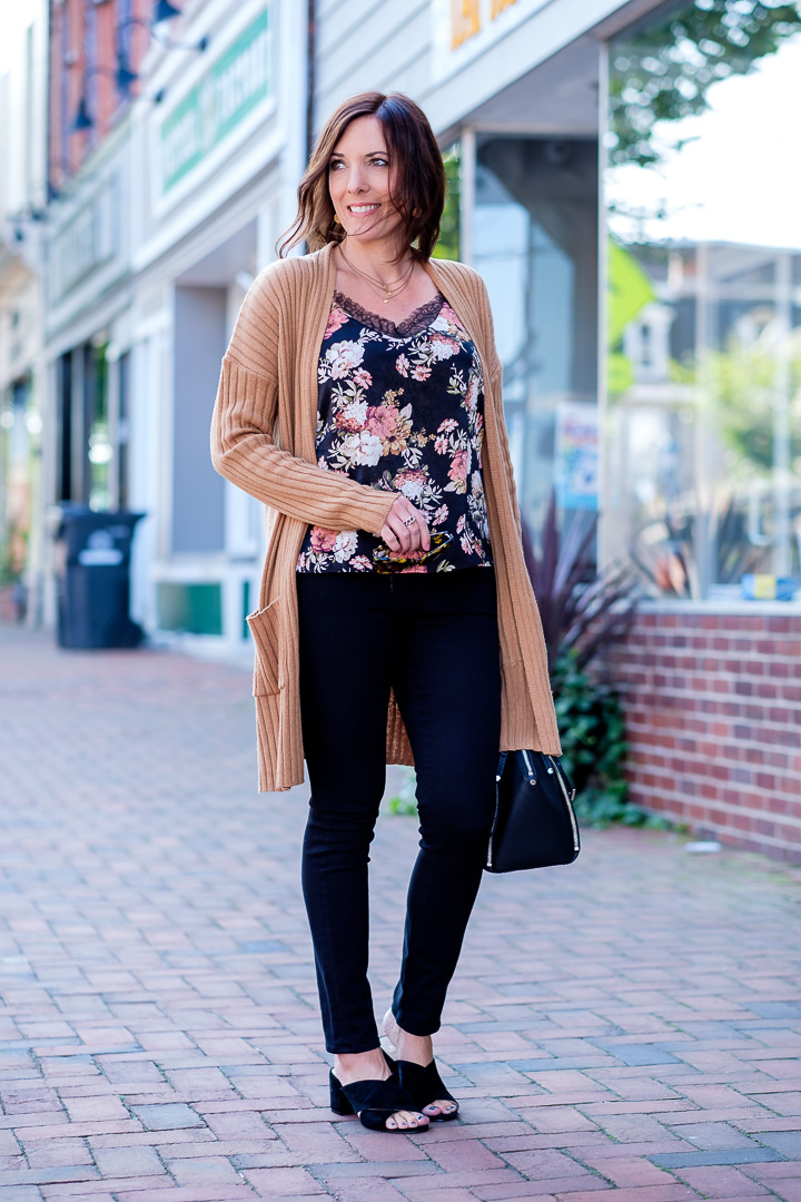 Teaming up with Nordstrom to share a transitional outfit that features several of fall's hottest trends -- cardigans, slides, and fall florals!